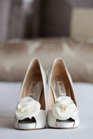 brides-wedding-shoes-white-badgley-mischka-shoes-white-flower-detail-on-peep-toe