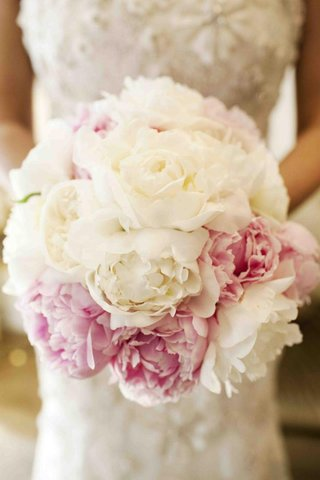 bouquet-of-white-garden-roses-and-pink-peonies