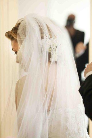 donatella-arpaias-wedding-veil-with-white-flowers-underneath
