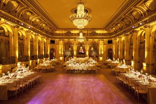 ballroom-wedding-with-gold-details-and-chandelier