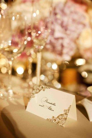 donatella-arpaias-wedding-seating-card-in-gold