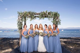 bridesmaids-blue-loose-baby-blue-sweetheart-neckline-lake-tahoe-vines-on-arch-matching-bouquets