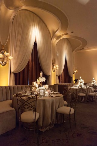 wedding-reception-with-booth-seating-velvet-banquettes-and-gold-back-chairs-moody-design