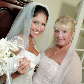 the-bride-and-her-mom-on-wedding-day