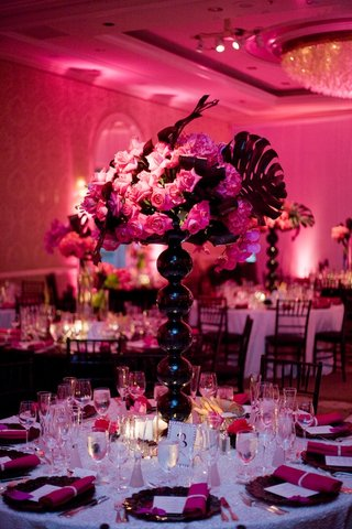 white-sequin-table-with-black-orb-vase-and-pink-flowers