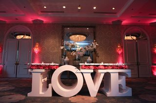 large-letter-l-o-v-e-table-base-with-seating-cards