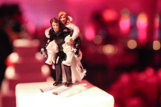 cake-topper-of-bride-on-grooms-back-on-skis
