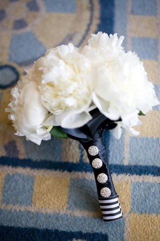 bridesmaid-bouquet-with-white-peonies-and-crystal-pins