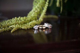 emerald-cut-diamond-engagement-ring-with-two-wedding-bands