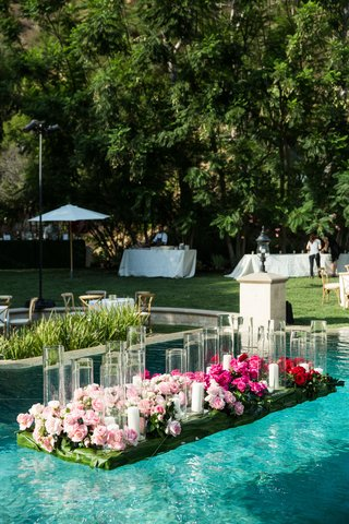wedding-reception-in-backyard-beverly-hills-home-greenery-pink-rose-flowers-candles-hurricane-vases