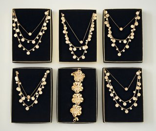 gold-coin-necklaces-for-destination-wedding-bridesmaids