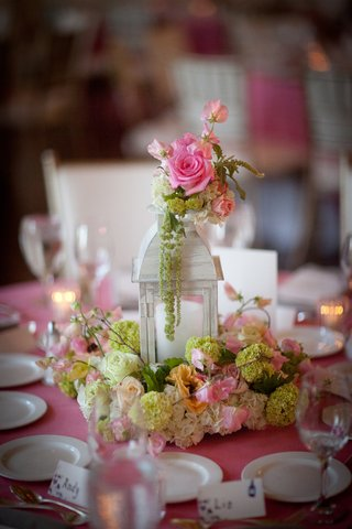 wedding-reception-table-with-white-lantern-surrounded-by-white-and-green-hydrangeas-pink-white-rose