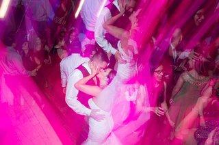 couple-kiss-on-dance-floor-party-filter-pink-blue-rave-feeling-having-fun-california-wedding-recepti
