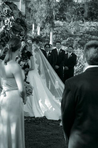 black-and-white-photo-of-brides-trailing-veil