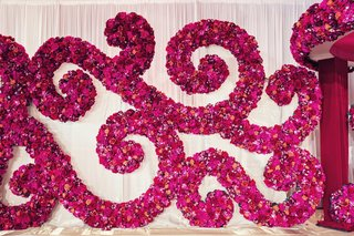 indian-wedding-fuchsia-and-magenta-flowers-arrangement-in-scroll-pattern