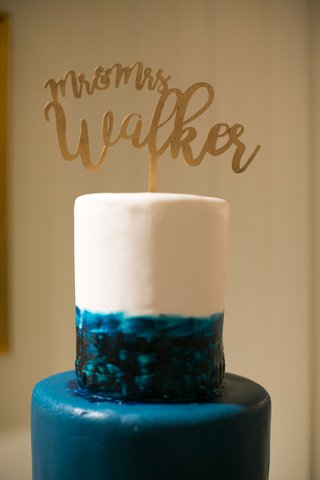 blue-and-white-ocean-cake-with-gold-laser-cut-mr-and-mrs-cake-topper