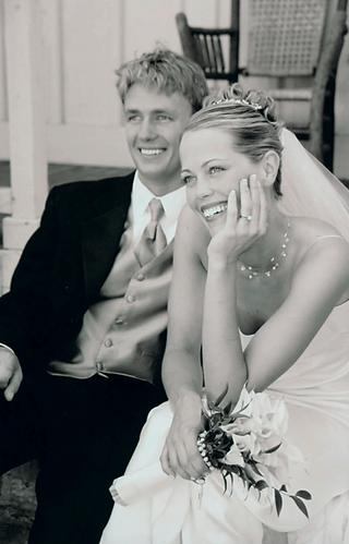 couple-smiles-on-their-wedding-day