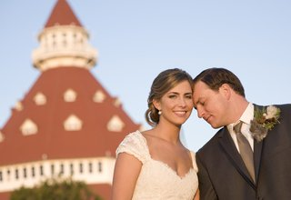 bride-and-groom-in-front-of-hotel-del-coronado