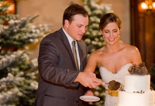 bride-and-groom-cutting-winter-inspired-cake