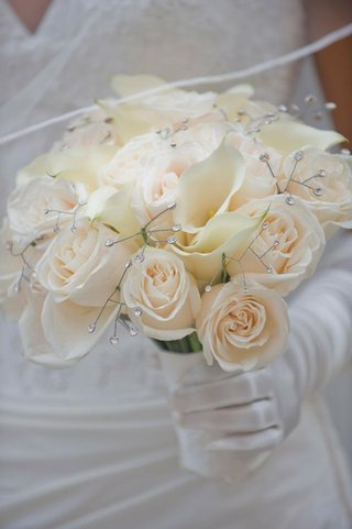 brides-bouquet-of-light-roses-and-white-calla-lilies-with-rhinestones