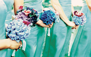 bridesmaids-in-blue-green-dresses-held-bouquets