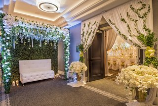 lounge-seat-in-front-of-wall-of-ivy-at-entrance-to-reception-wedding-styled-shoot