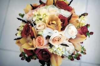 wedding-bouquet-with-rose-orchid-and-fern-varieties