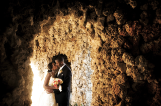 bride-and-groom-kiss-inside-cave-in-miami