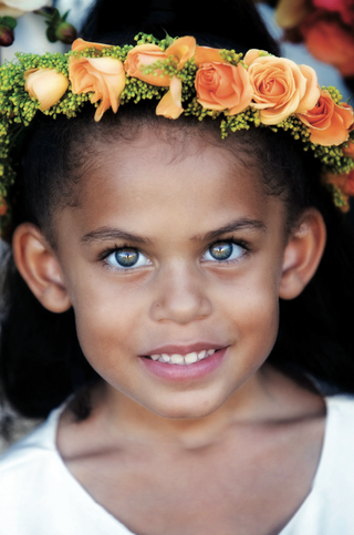 headshot-of-flower-girl-with-beautiful-eyes-and-flower-crown