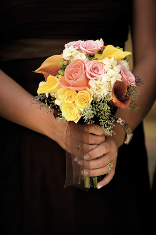 bridesmaids-bouquet-of-pink-yellow-and-white-flowers