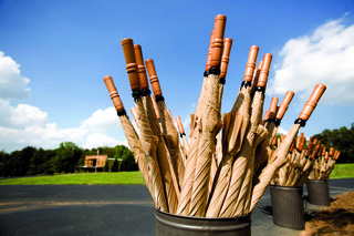 tan-umbrellas-with-wooden-handles-for-an-outdoor-wedding-ceremony