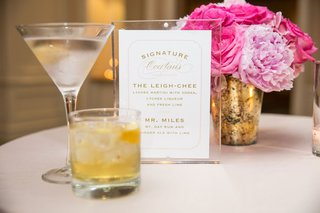 wedding-cocktail-signature-drinks-martini-and-rum-ginger-ale-in-rocks-glass-pink-peony-flowers