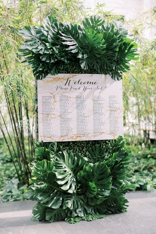 monstera-leaves-tropical-decor-seating-chart-marble-design-inspired-by-invitations