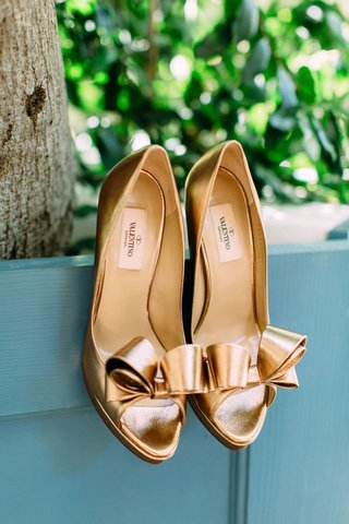 wedding-heels-shoes-bridal-pumps-peep-toe-bow-detail-metallic-gold-valentino-heels