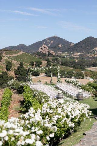 saddlerock-ranch-wedding-outdoor-ceremony-white-flowers-santa-monica-mountain-view-wedding