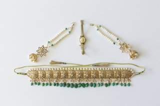 gold-and-green-wedding-day-belt-and-jewelry