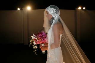 bridal-veil-in-mantilla-style-with-lace-and-tulle