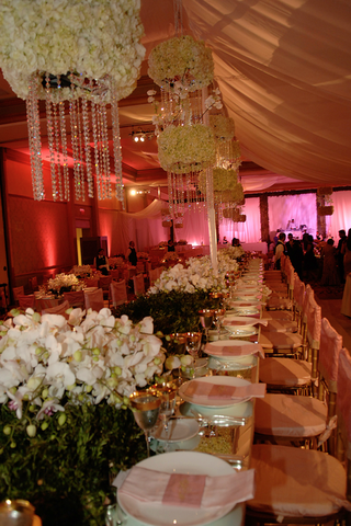 long-table-with-pink-tablescape-and-gold-details