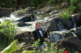 bagpiper-plays-by-a-waterfall-for-a-wedding-in-hawaii