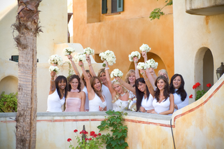 bride-and-bridesmaids-show-off-their-white-bouquets