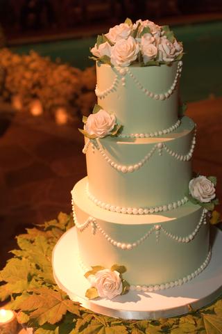 light-green-three-tier-wedding-cake-with-light-pink-roses