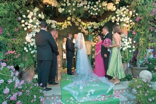 jewish-wedding-ceremony-under-flower-chuppah