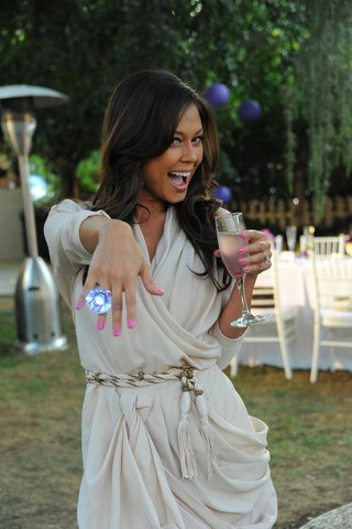 vanessa-minnillo-poses-with-oversize-ring
