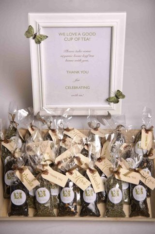herbal-infusions-tea-in-bags-as-wedding-favors-with-thanks-tags