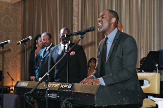 brian-mcknight-singing-and-playing-piano-at-meaghan-and-jecaryous-wedding-reception