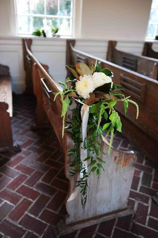 white-chrysanthemum-with-green-leaves-on-wood-pew