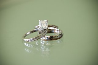 four-prong-diamond-engagement-ring-and-wedding-bands