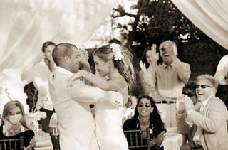 black-and-white-photo-of-couples-first-dance