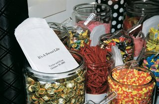 jars-of-candy-for-wedding-favors