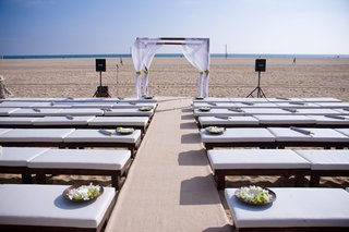 wood-bench-ceremony-seating-for-beach-wedding